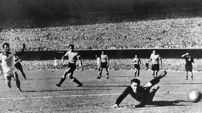FUßBALL-WM '50: FINALE BRASILIEN - URUGUAY 1:2