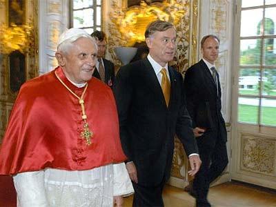 Papst und Köhler in der Residenz, dpa