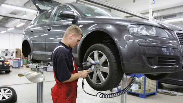 Germans Prepare Their Cars for Winter