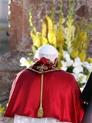 Papst betet, dpa