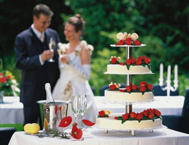 Selbst gemacht oder vom Profi: Die perfekte Hochzeitstorte planen