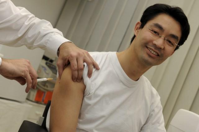 Gesundheitsminister Rösler lässt sich impfen