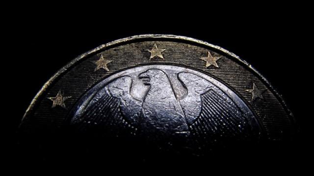 Euro auf Vier-Jahres-Tief