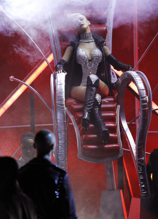 Christina Aguilera performs 'Bionic' at the 2010 MTV Movie Awards in Los Angeles