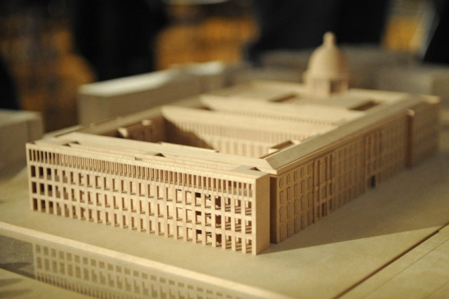Wowereit: Bund muss sich beim Schloss-Bau an Beschluesse halten