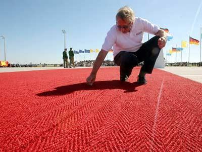 Rote Teppich auf dem Münchner Flughafen