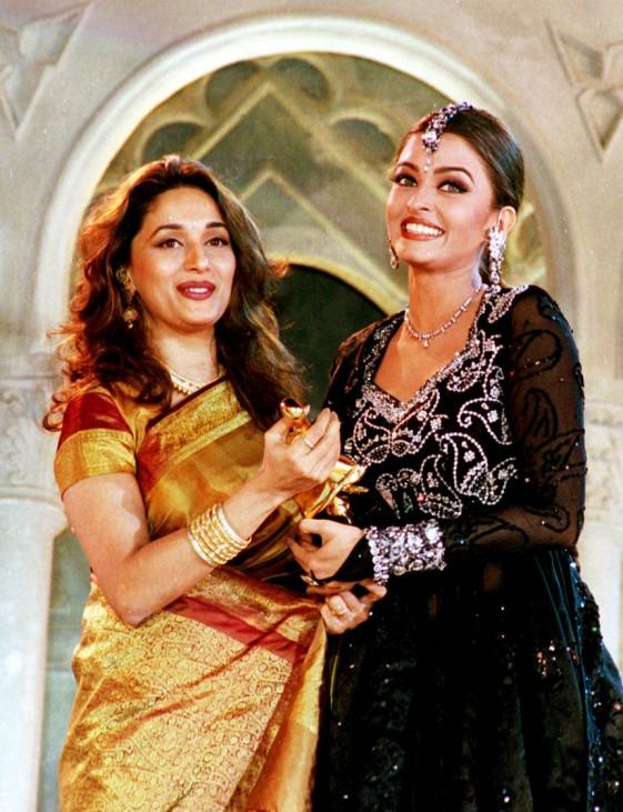 AISHWARYA RAI GETS BEST ACTRESS AWARD