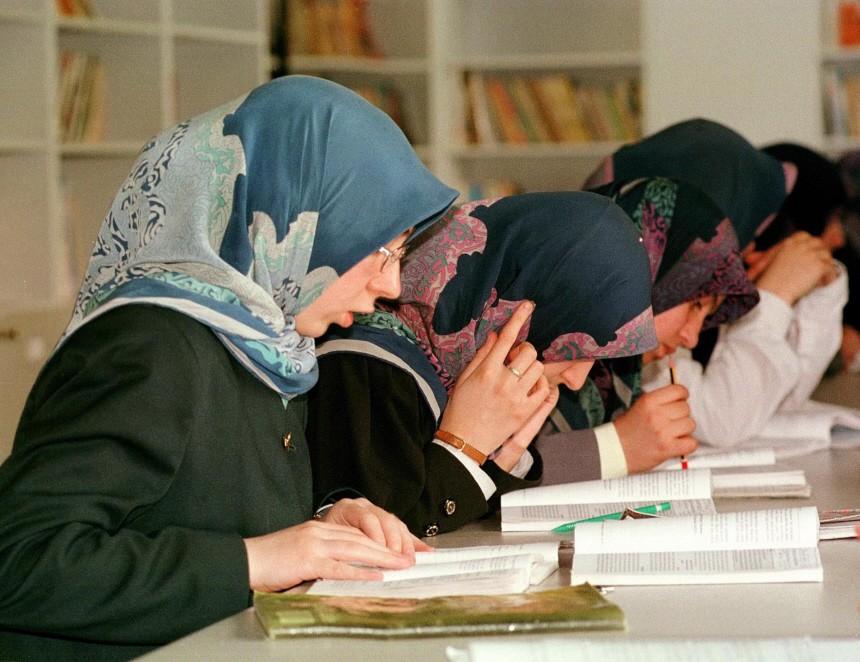 Schülerinnen im Islamunterricht