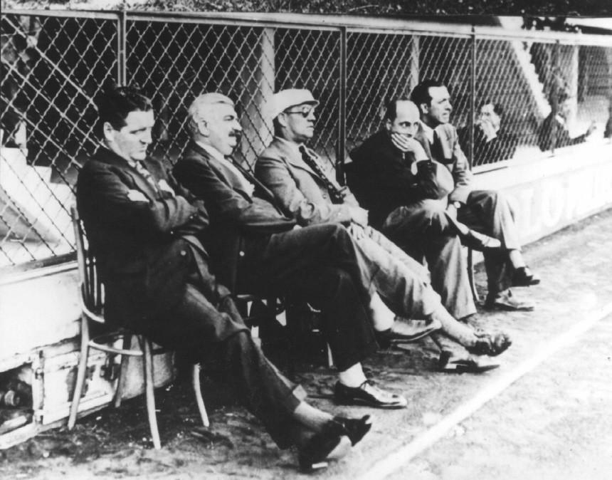 Prof. Otto Nerz, Fußballtrainer der Nationalmannschaft, bei einem Spiel 1934