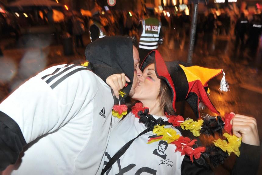Fans feiern Sieg der deutschen Nationalmannschaft