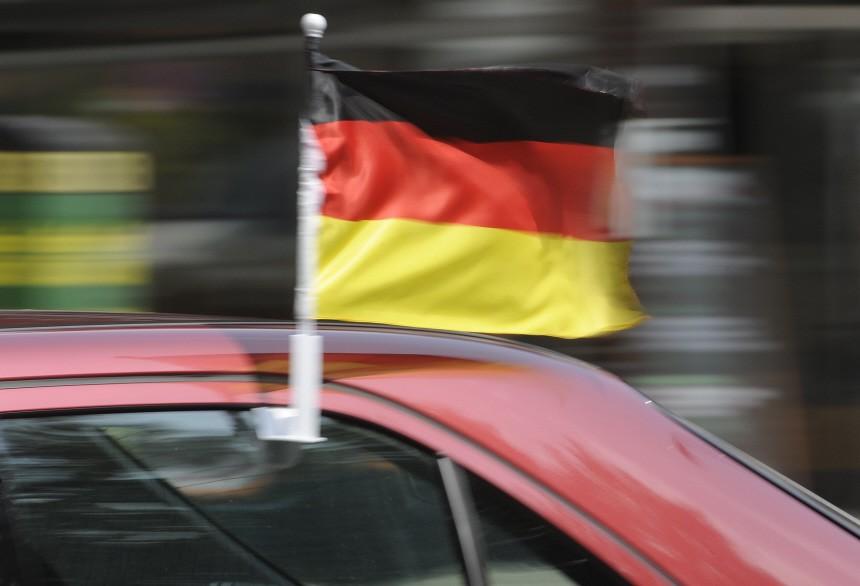 Fußballfans zeigen Flagge