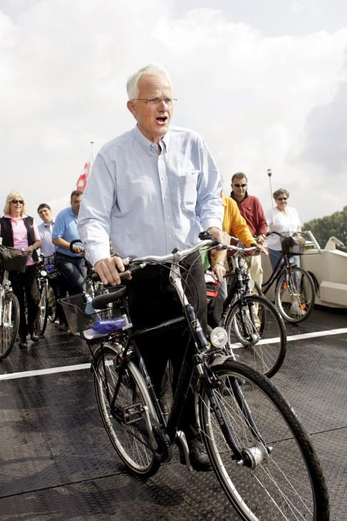 Jürgen Rüttgers fährt Rad