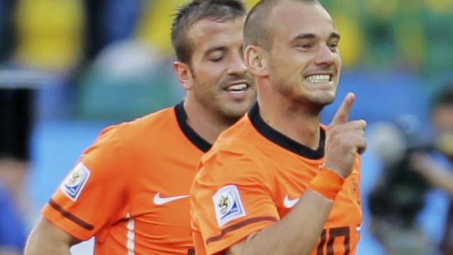 Netherlands' Sneijder celebrates his goal with teammate van der Vaart during their 2010 World Cup soccer match against Japan in Durban