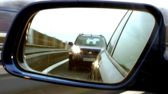 Telematik-Tarife: Aggressive Fahrer zahlen mehr: Autofahrer sollen durch Telematik-Tarife Geld sparen. Doch auch für die Versicherungen soll sich das lohnen.