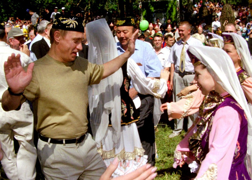 RUSSIAN PRESIDENT PUTIN DANCES DURING FESTIVITIES OUTSIDE KAZAN