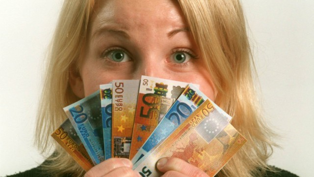 Studien zu Frauengehältern: Frauen sind mit weniger Geld zufrieden als ihre männlichen Kollegen.