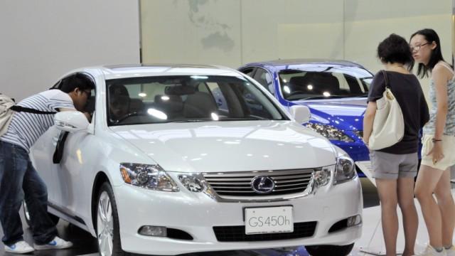 Wirtschaft kompakt: Läuft er oder läuft er nicht? Die Edelmarke Lexus hat Probleme mit dem Motor. Der Mutterkonzern Toyota wusste das schon seit zwei Jahren, ruft aber erst jetzt 270.000 Fahrzeuge zurück.