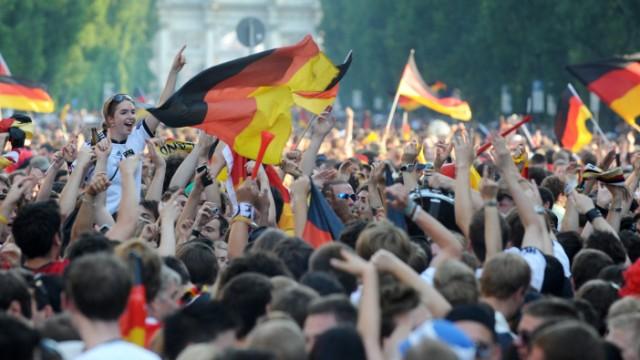 WM 2010 - Fußball-Fans auf der Leopoldstraße