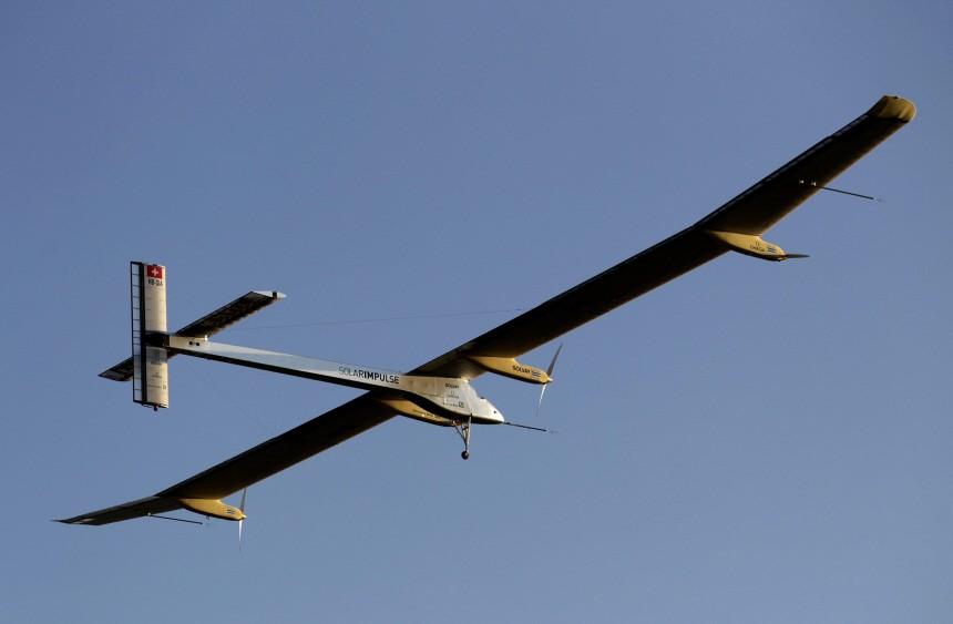 Solarflugzeug zum ersten Nachtflug abgehoben