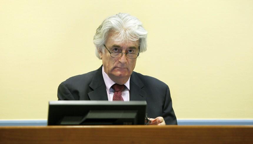 Früherer Serbenführer Karadzic vor Gericht erschienen