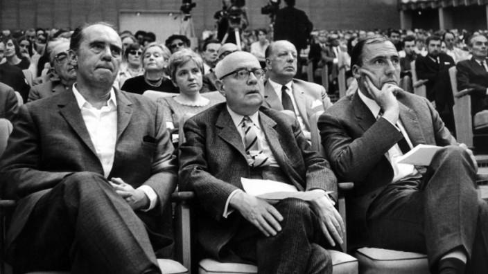 Heinrich Böll, Theodor W. Adorno und Siegfried Unseld in Frankfurt, 1968