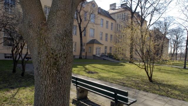 Park des Schwabinger Krankenhauses in München, 2007