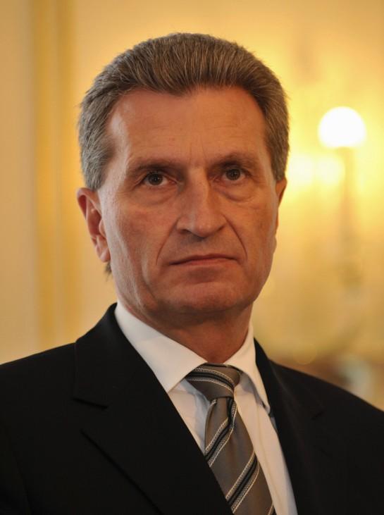 Merkel will fuer Oettinger EU-Wirtschaftsressort