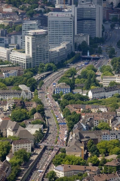 Kulturhauptstadtfest 'Still-Leben' auf der A40 im Ruhrgebiet