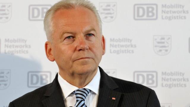 Bahn-Chef Grube verteidigt Zugpersonal