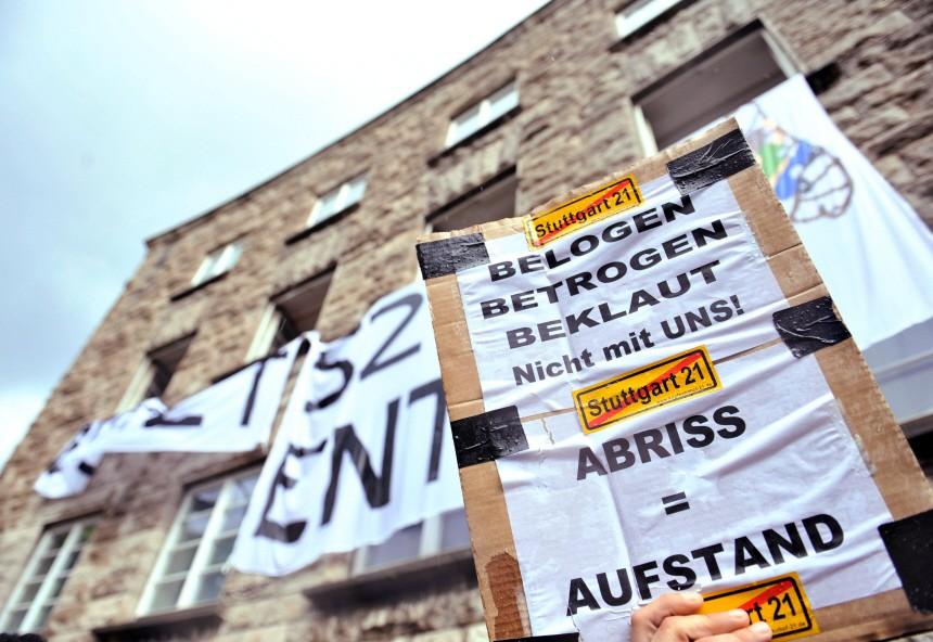 Stuttgart 21 Gegner besetzen Bahngebäude