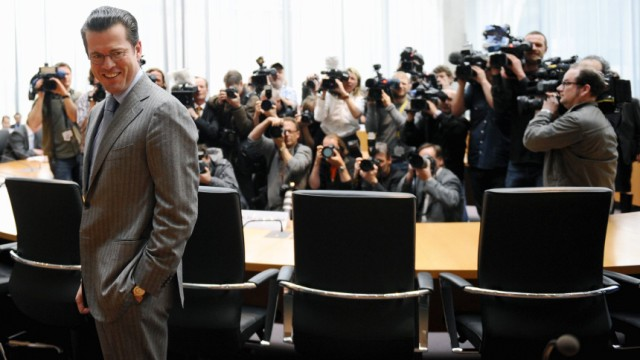 Verteidigungsminister Guttenberg sagt vor Kundus-Ausschuss aus