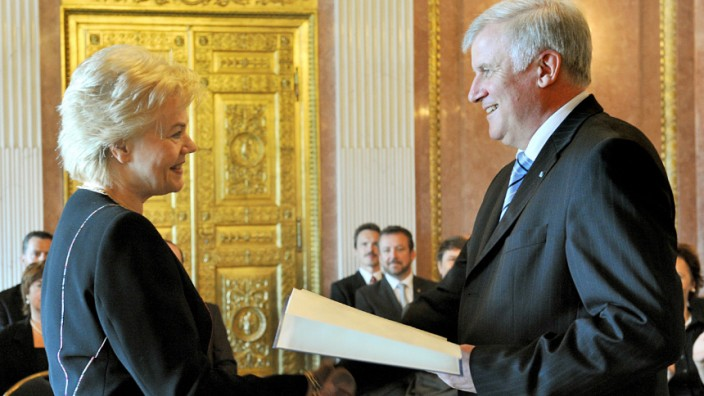 Erika Steinbach erhielt 2009 den Bayerischen Verdienstorden von Ministerpräsident Horst Seehofer (CSU).