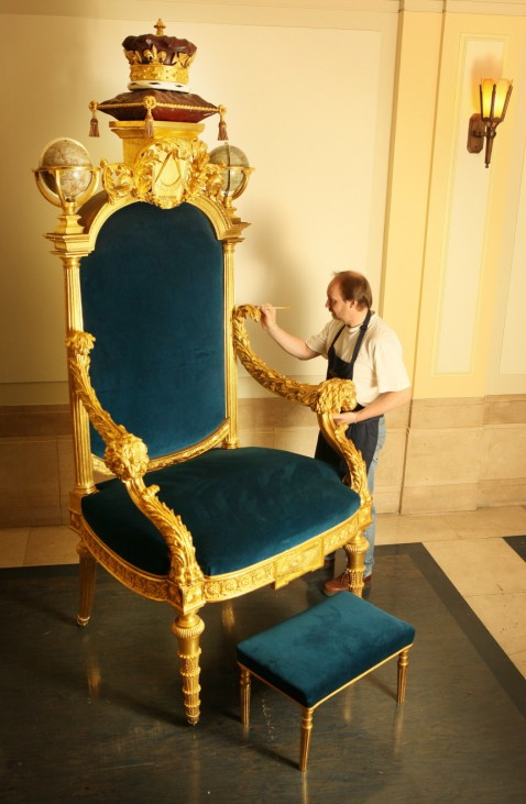 Freemasons Unveil The Restored Throne Of King George IV