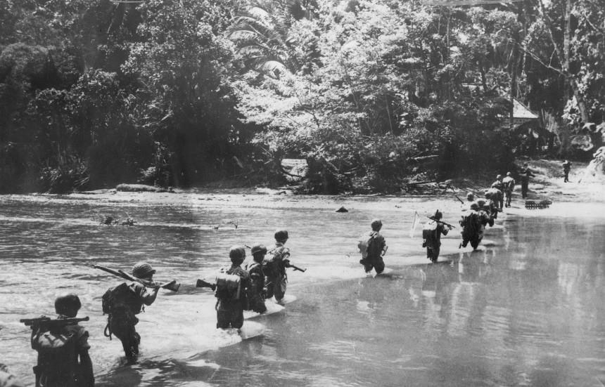 Landung amerikanischer Truppen auf einer Insel im Pazifik, 1945