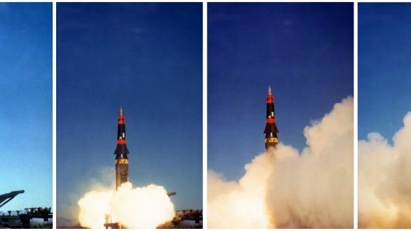 """Serie: Albtraum Atombombe (1): Start einer """"Pershing II ED-4"""" Mittelstreckenrakete von einer mobilen Abschussrampe. Mit der Stationierung solcher atomar bestückter Raketen in Westeuropa reagierten die USA Anfang derachtziger Jahre auf die Bedrohung durch die sowjetischen Atomraketen vom Typ """"SS-20""""."""