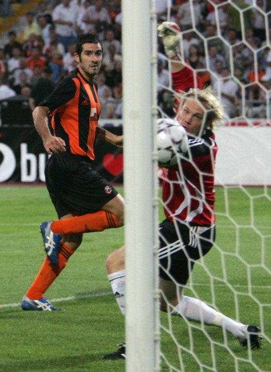 Salzburg's Ochs watches FC Shakhtar's Lucarelli's shot fly into the net during their Champions League match in Donetsk