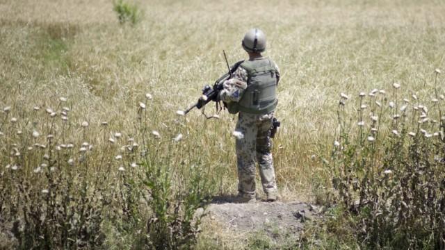Guttenberg kuendigt gefaehrlichen Sommer in Afghanistan an