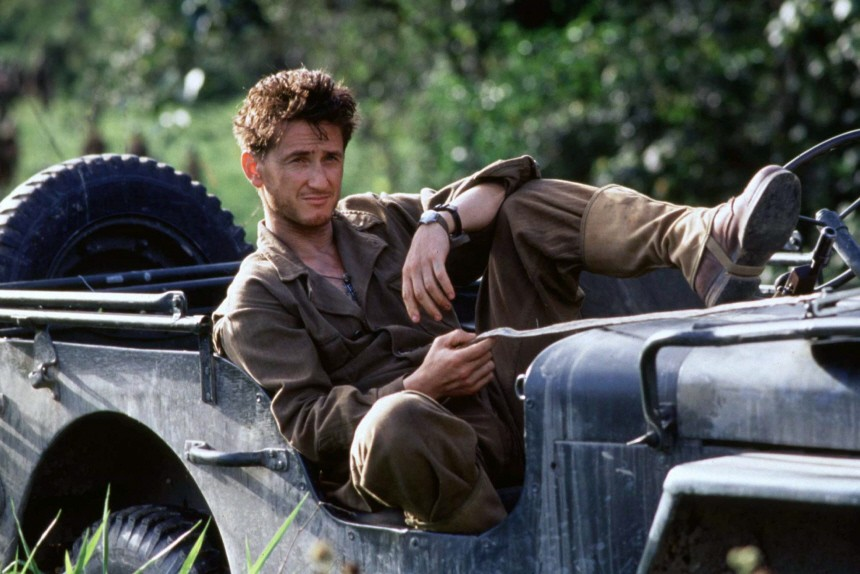 ACTOR SEAN PENN IN SCENE FROM THE THIN RED LINE