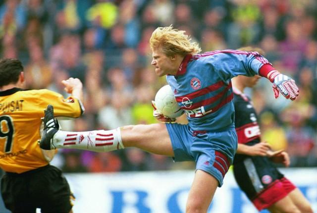 Torwart Oliver Kahn (Bayern) versus Stephane Chapuisat (BVB)
