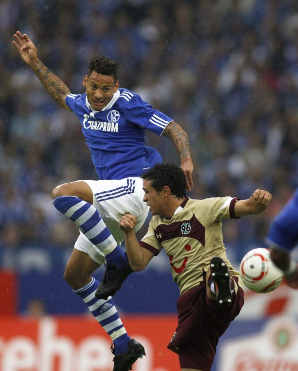 Schalke's Jermaine Jones and Hanover 96's Manuel Schmiedebach (R) head a ball during the German Bundesliga soccer match in Gelsenkirchen