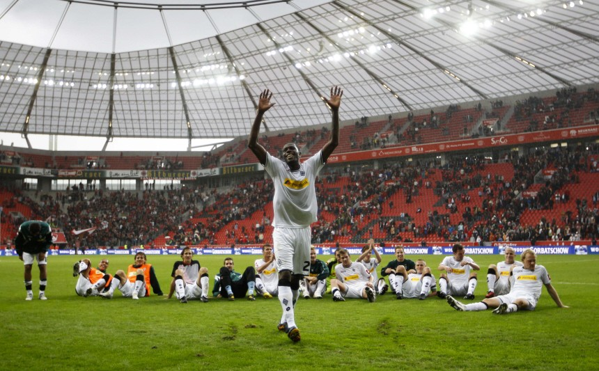 Borussia Moenchengladbach's Idrissou and team mates celebrate victory against Bayer Leverkusen during the German Bundesliga soccer match in Leverkusen