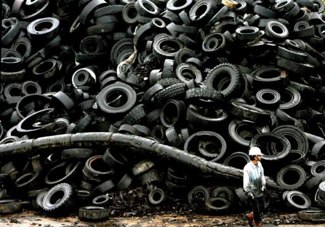 Recycling von Autoreifen in Singapur
