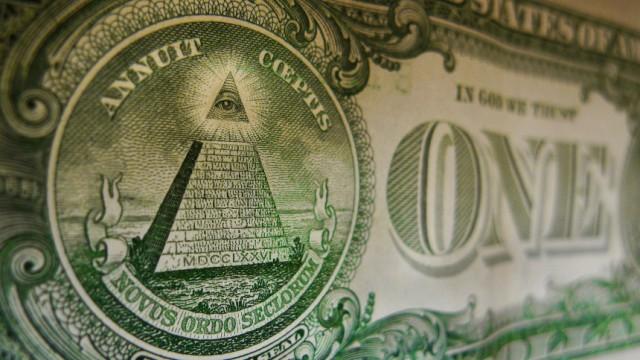 Verschwörungstheorien: Die Symbole auf der Ein-Dollar-Note gelten manchen Anhängern von Verschwörungstheorien als Hinweis auf den Einfluss der Illuminaten und/oder Freimaurer.