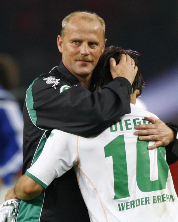 Werder Bremen's coach Schaaf huggs Diego after their German soccer cup final against Bayer 04 Leverkusen in Berlin