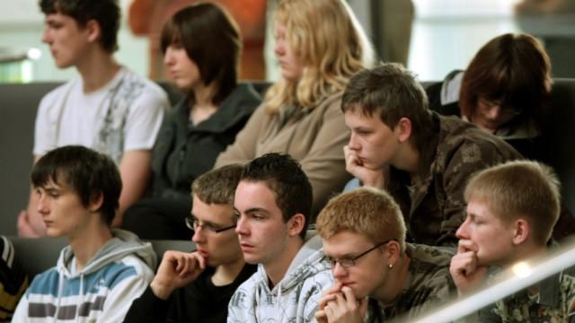 Jugendliche im Bundestag - Shell Jugendstudie vorgestellt