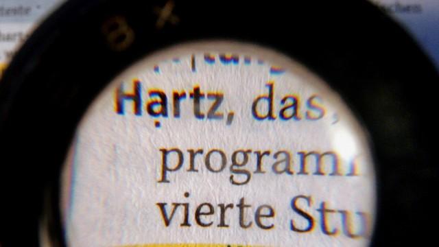 """Umbenennung: Arbeitsministerin von der Leyen möchte""""Hartz IV"""" am liebsten umbenennen."""